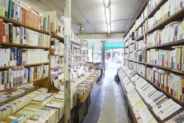 三月書房の店内